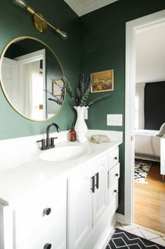 Modern Bathroom Paint, Green Bathroom Paint, Light Green Bathrooms, Small Bathroom Paint Colors, Bathroom Accents, Brown Bathroom, Bathroom Interior Design, Paint Bathroom Cabinets, Painted Bathrooms