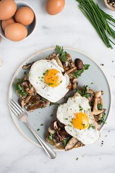 Mixed Mushroom Toasts with Egg on Top - superman cooks Healthy Breakfast Recipes, Brunch Recipes, Healthy Eating, Healthy Recipes, Brunch Ideas, Dinner Ideas, Vegetarian Breakfast, Top Recipes, Vegan Vegetarian