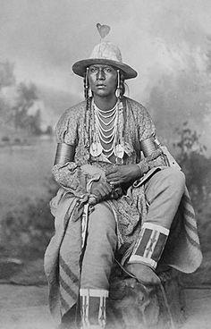 A Shoshoni man. Native American Quotes, Native American Symbols, Native American Tribes, American Spirit, Native American History, African History, Cherokee Nation, Cherokee Indians, Native Indian