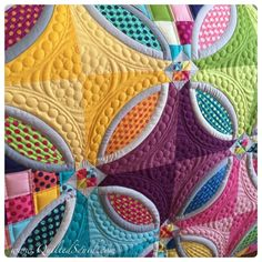 Longarm Machine QuiltedSquid: Polka Dot Bikini Quilt Love these colors! Long Arm Quilting Machine, Machine Quilting Patterns, Longarm Quilting, Free Motion Quilting, Quilt Patterns, Quilting Ideas, Wedding Ring Quilt, Quilt Modernen, How To Finish A Quilt