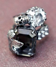 skull ring... @Ali Velez Guess needs this for an engagement ring...