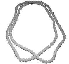 This is a beautiful white Agate necklace with a length of 120 cm (47 1/4 inches)