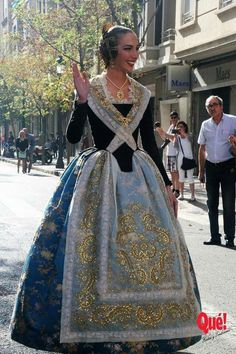 Folk Fashion, Modern Fashion, Womens Fashion, Pretty Dresses, Beautiful Dresses, Traditional Dresses, Costume Design, Dress Patterns, Dress Up
