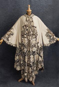 Летнее пальто из шерстяной ткани цвета слоновой кости, украшенное ирландским кружевом-кроше ручной работы. Francis & Co, Paris, 1905 г.