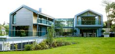 Greenways: Contemporary home in Harrogate using IQ structural glass