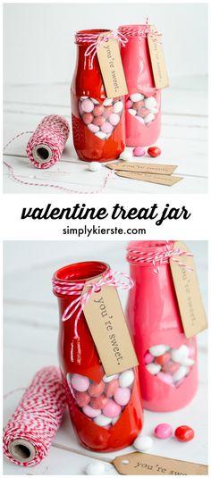 Adorable peek-a-boo Valentine treat jar with free printable! | simplykierste.com