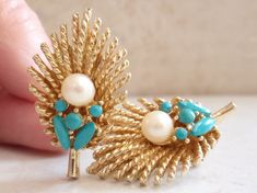 ART Natural Pearl Earrings with Turquoise Cabochons Gold Tone Leaf Arthur Pepper Mode-Art Clip On Vintage Vintage Earrings, Clip On Earrings, Women's Earrings, Vintage Jewelry, Unique Jewelry, Earring Backs, Designer Earrings, White Gold Diamonds, Pearl Jewelry