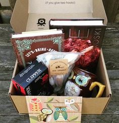 OwlCrate is a subscription service that sends you magical monthly boxes tailored to a chosen theme. Each OwlCrate will contain one new Young Adult novel, as well as other bookish treats to help you get your nerd on. Book Baskets, Gift Baskets, Monthly Crates, Best Monthly Subscription Boxes, Gifts For Readers, The Book, Owl, Hobbies, Gift Boxes