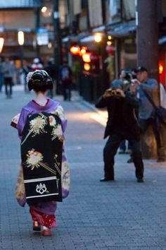 Geisha - this appears to be in Kyoto on Hanakomichi - (I think)
