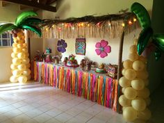 LUAU Affordable and Creative Hawaiian party decoration Ideas Aloha Party, Luau Theme Party, Hawaiian Luau Party, Moana Birthday Party, Hawaiian Birthday, Luau Birthday, Tiki Party, Party Themes, Birthday Parties