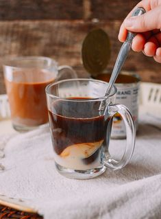 Learn how to make Vietnamese coffee (cà phê sữa nóng), a sweet, rich coffee drink involving sweetened condensed milk and strong drip coffee. Best Espresso, Espresso Coffee, Drip Coffee, Coffee Latte, Sweet Coffee, Hot Coffee, Coffee Drinks, Nitro Coffee, Coffee Cup