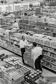 """1963. """"George Jenkins, founder of the Publix supermarket chain, at store in Lakeland, Florida.""""  Shorpy Historic Picture Archive"""