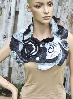 Crochet Scarf Capelet Cape Black Grey White Neck por Degra2