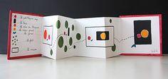 Livre-accordéon : Un petit chaperon rouge, à la manière de Warja Lavater...