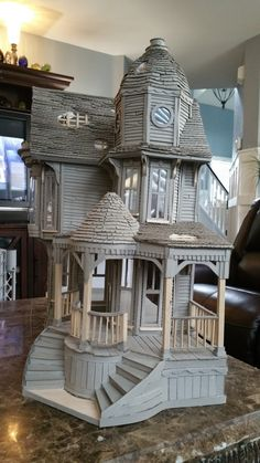 Greggs Miniature Imaginations: Haunted Mansion made out of CardboardHi everyone, I had so much fun last month making my first house out of cardboard when I created the San Francisco House that I wanted to.Greggs Miniature Imaginations is dedicated to Cardboard Dollhouse, Haunted Dollhouse, Victorian Dollhouse, Haunted Mansion, Diy Dollhouse, Cardboard Houses, Cardboard Art, Cardboard Sculpture, Victorian Dolls