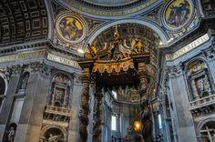 Bazilica Sf. Petru din Vatican  Bazilica Sf. Petru din Vatican, mai mult decât o catedrală - galerie foto.  Vezi mai multe poze pe www.ghiduri-turistice.info Vatican, Sf, Barcelona Cathedral, Big Ben, Vatican City