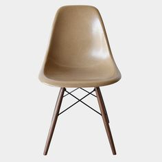 Eames DSW Tan Light