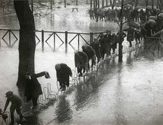 "undr:""Roger Viollet/Getty Images. Paris Flood. 1910"""