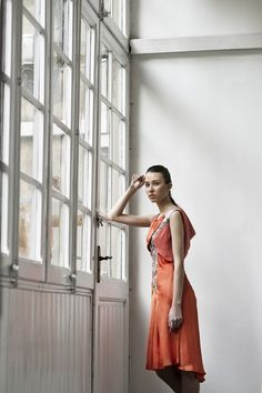 Circinus #vestido #dress #midi #sinmangas #sleeveless #vuelo #fullness #naranja #orange #saten #satin #gasa #gauze #schiffon #fashion #moda #design #diseno #woman #mujer #andra_cora #spring #summer