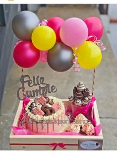 Animal Print Wallpaper, Happy Birthday, Birthday Cake, Balloon Gift, Dessert Recipes, Desserts, Mini Cakes, Event Decor, Balloons