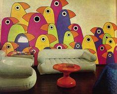 Яркие рисунки на стенах в интерьере в ретро стиле