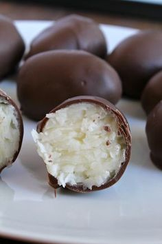 No Bake Coconut Cream Eggs for Easter! No Bake Coconut Cream Eggs! Candy Recipes, Dessert Recipes, Coconut Candy, Coconut Balls, Peanut Butter Balls, Delicious Desserts, Yummy Food, Coconut Recipes, Coconut Cream Eggs Recipe