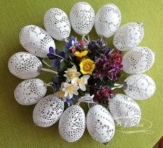 ażurowe pisanki na skorupkach jaj kurzych - BJGoleń egg carved in Poland easter wielkanoc poniatowa jaja kurze pisanki haft Richelieu ażurowe jajka skorupki eggshell