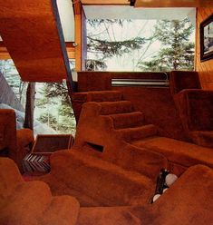 """Ski house at Prickly Mountain in Vermont, a village created by a group of young avant-garde architects… The design was a collaboration between architects David Sellars and Tom Lucky and grew out of. Carpet Diy, Shag Carpet, Hotel Carpet, Houses Architecture, Interior Architecture, 70s Home Decor, Cheap Home Decor, 1970s Decor, Vermont"