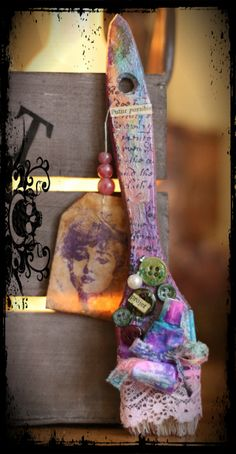 The Artistic Stamper Creative Team Blog: Titbelsoeur stamped tea bags - tea bag art - sachets de thé usagés tamponnés - pinceau altéré - altered paintbrush Altered Tins, Altered Bottles, Altered Art, Paint Brush Art, Paint Brushes, Mix Media, Used Tea Bags, Craft Desk, Arts And Crafts