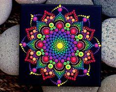 Mandala peint à la main sur tchécoslovaque en terre cuite tuile par Katy