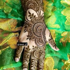 No photo description available. Khafif Mehndi Design, Mehndi Designs 2018, Mehndi Designs For Girls, Stylish Mehndi Designs, Mehndi Design Pictures, Wedding Mehndi Designs, Beautiful Henna Designs, Mehndi Images, Rajasthani Mehndi Designs