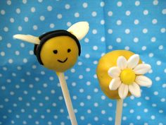 Bubble and Sweet: Bee cake pops (Bee Oreo Pops)