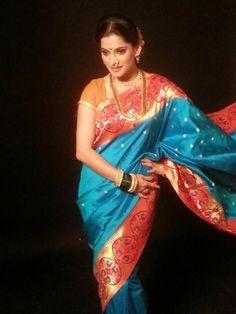 that blue golden nauvari saree lokks