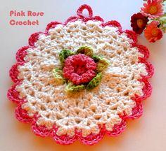 Olá!     Pega Panelas com Flor , mais um Motivo    para florir a casa com peças decorativas e   utilitárias de Crochê.                  ...