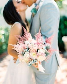 Swoon of the week! Isn't this soft blush #bouquet on @aisleperfect just the dreamiest?! Photography: @danielkimphoto | Floral Design: #adelaidelj by aislesociety