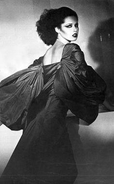 Photo by Guy Bourdin, 1974 French Fashion, 70s Fashion, Fashion History, Vintage Fashion, Vintage Style, Retro Vintage, Guy Bourdin, Edward Hopper, Fashion Images