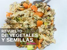 Receta completa para cuidarse: Revuelto de claras con vegetales, ciruelas y semillas. http://wp.me/p6AuEQ-1Io #wellness #dieta #recetaslight #nutrición