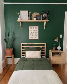 Weekend before possible hurricane: prep, paint and style a whole room 👍🏼 I've been putting Atticus room in the back burner, really didn't… Green Kids Rooms, Big Boy Bedrooms, Boy Rooms, Teen Bedroom, Green Bedroom Walls, Casa Retro, Boys Room Decor, Room Inspiration, Decoration