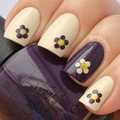 pretty nails. simple flowers