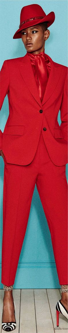 Max Mara Resort 2017 Red Fashion, Fashion 2017, Runway Fashion, Fashion Outfits, Womens Fashion, Fashion Trends, Modern Suits, Shades Of Red, Suits For Women