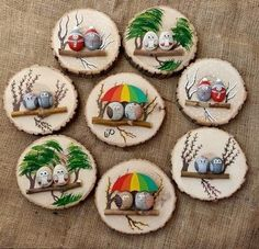 Painted rocks on logs (mounted on wood slabs). Painted rocks on logs (mounted on wood slabs). She has a lot of really cute painted rocks Stone Crafts, Rock Crafts, Diy And Crafts, Arts And Crafts, Pebble Painting, Pebble Art, Stone Painting, Wood Slice Crafts, Art Pierre
