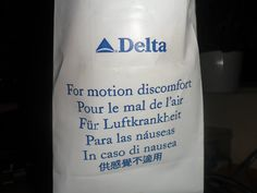 Bolsa de mareo de la compañía aérea DELTA, letra del alfabeto griego.