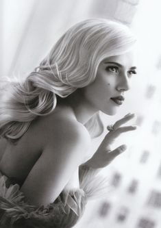 Scarlett Johansson photographed by Patrick Demarchelier.  I would like my hair this length, thanks!
