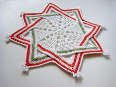 Square into star, tutorial found on : http://sewritzytitzy.blogspot.nl/2012/11/square-into-star.html   EXTRA info found on : http://bethsteiner.blogspot.nl/2011/10/croche-para-o-natal.html