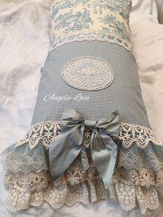Today's baby bed is a new design I just made one to try it out. I think it looks so sweet, perfect for newborn babies till about Shabby Chic Cushions, Vintage Cushions, Linen Pillows, Decorative Pillows, Linen Bedding, Throw Pillows, Bedding Sets, Bed Linens, Bed Linen Design