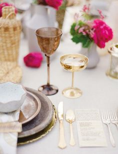 Would love to have gold accents on glassware! Perfect for the wedding!