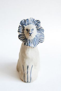 kayeblegvad-ceramics:  Ceramic lion. Made by Kaye Blegvad.