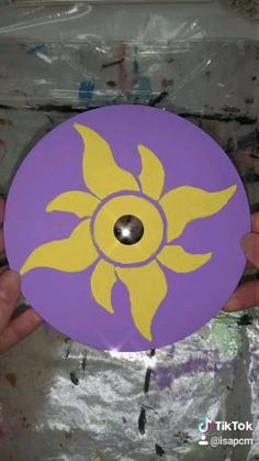 Record Wall Art, Cd Wall Art, Cd Art, Cd Crafts, Paper Crafts Origami, Rapunzel Sun, Tangled Sun, Art Sur Toile, Art Painting Gallery