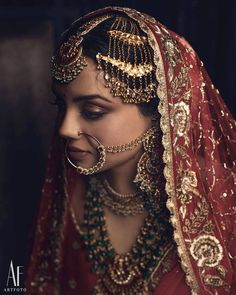 Everything You Need To Know About Bridal Dupattas! - - A Full Guide On Everything You Need To Know About Bridal Dupattas. For more such bridal wear inspirations, visit shaadiwish. Pakistani Bridal Jewelry, Indian Bridal Outfits, Bridal Dresses, Bridal Jewellery, Wedding Outfits, Wedding Couples, Wedding Ideas, Indian Wedding Makeup, Desi Wedding