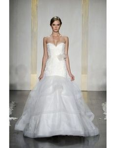 2012 Lace Sweetheart Court Train Embroidery Wedding Dress